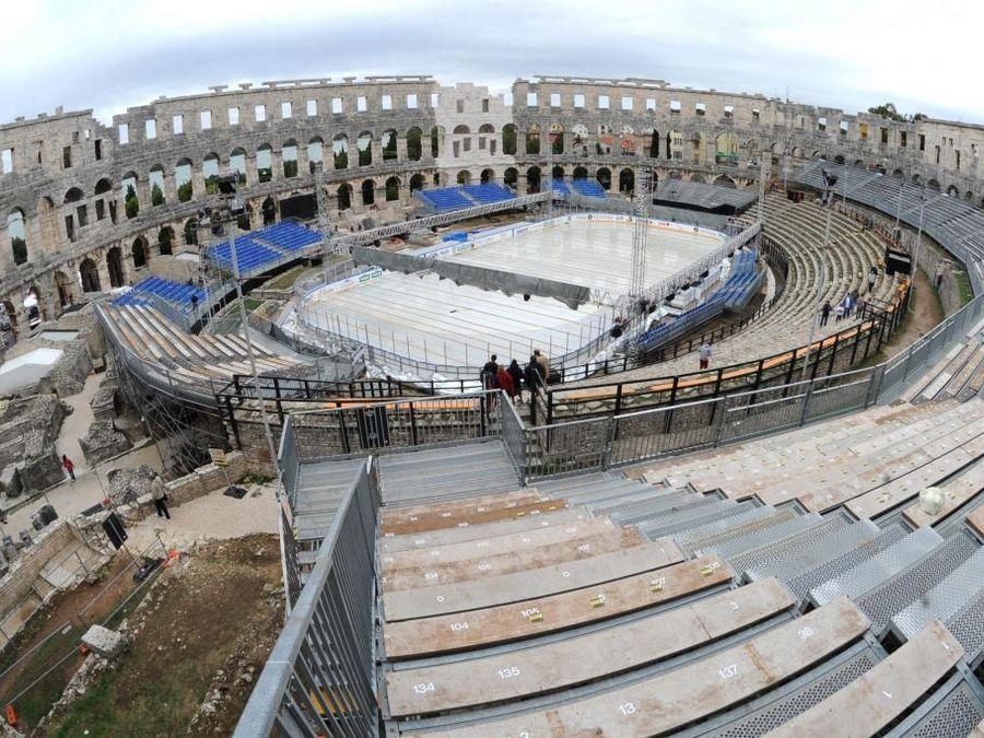Arena Ice Fever MXII - Pula Vista tribuna e pista del ghiaccio