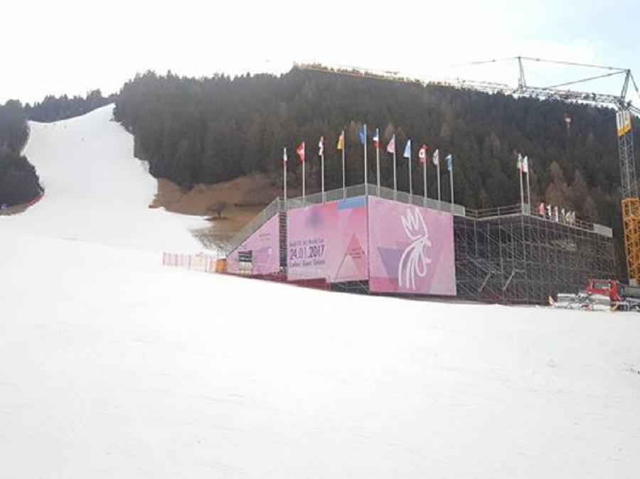 Terrazza VIP Audi Fis Ladies Giant Slalom - Plan de Corones - vista laterale